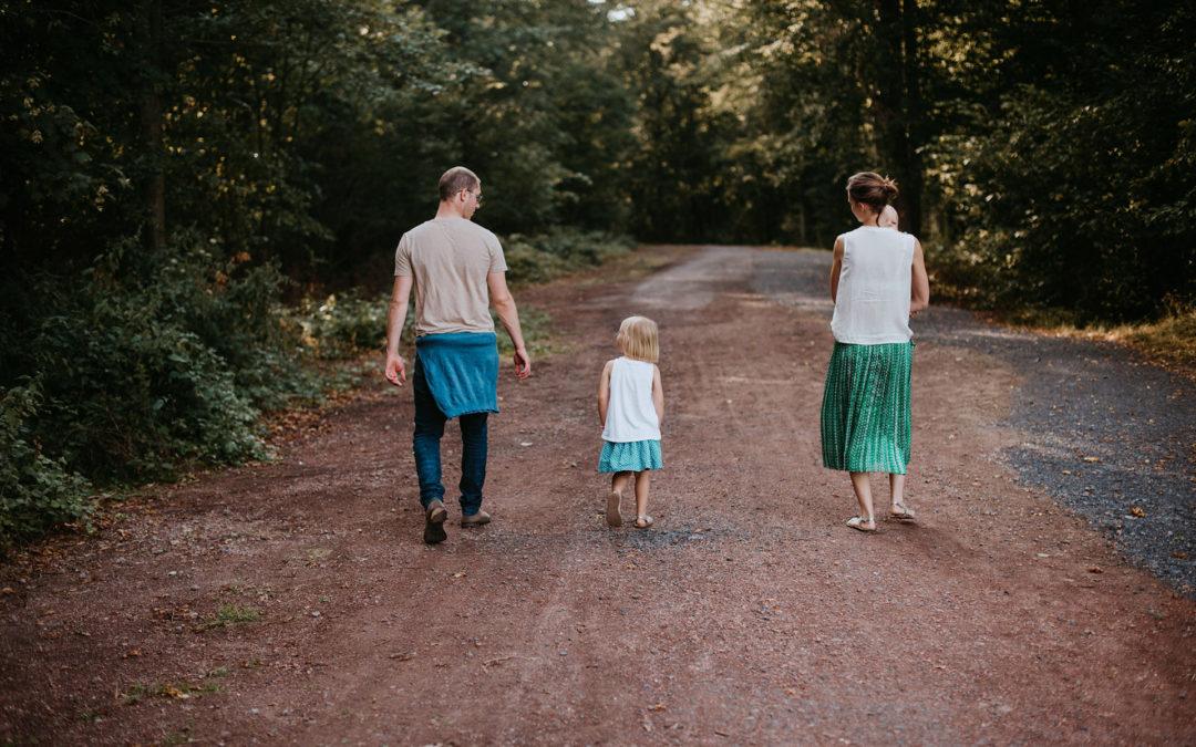 Séance photo en famille en forêt